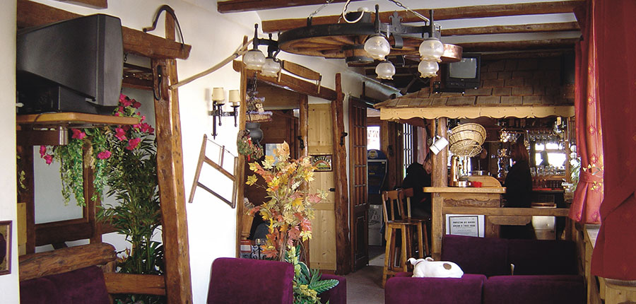 france_courchevel_hotel-edelweiss_bar2.jpg
